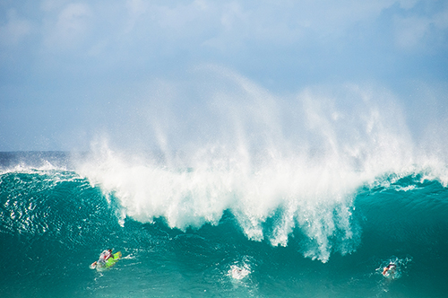 Closeout set at Banzai Pipeline, December 2018